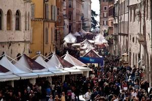 Eurochocolate 2016. Chocolate Show: tutti i giorni dalle 9 alle 20 (sabato fino alle 23) nelle principali piazze e vie del centro storico di Perugia. © Eurochocolate